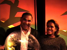 Mundine Sr. presents Cathy with the National Sportswoman of the Year Award